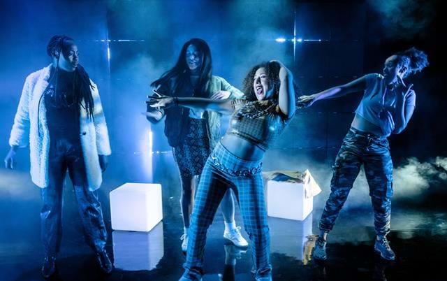 Riksteatern 201924 timmar Svart KvinnaAv: Fanna Ndow Norrby Regi: Josette Bushell-Mingo Scenografi: Lotta Nilsson