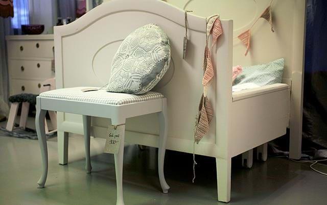 Olika sorters möbler från olika epokrar