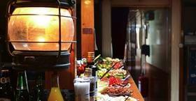 Bistro Aboard Esperanza restaurang på Kinda kanal Linköping