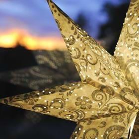Vi älskar traditioner och julens alla trevligheter och vi har under många år arbetat fram det som Vi själva tycker är det bästa julbordet i Sörmland och vi kan med glädje välkomna er till vårt traditionella julbord även i år.