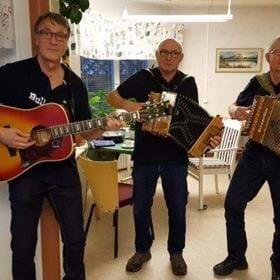 Välkommen att lyssna på Bullgubbarna som sjunger och spelar i dag. Kaffe och smörgås serveras 30 kr.