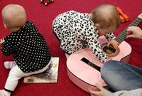 Rim och ramsor, sagor och berättelser, pyssel och sång. Bibliotekens aktiviteter för barn och unga.