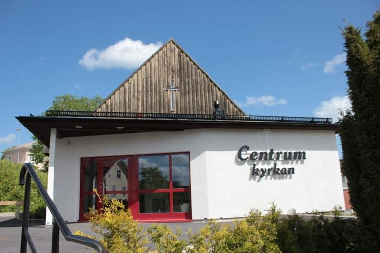 Centrumkyrkans Estlandshjälp i Flen. Insamling av prylar för vidarebefordran till Estland.