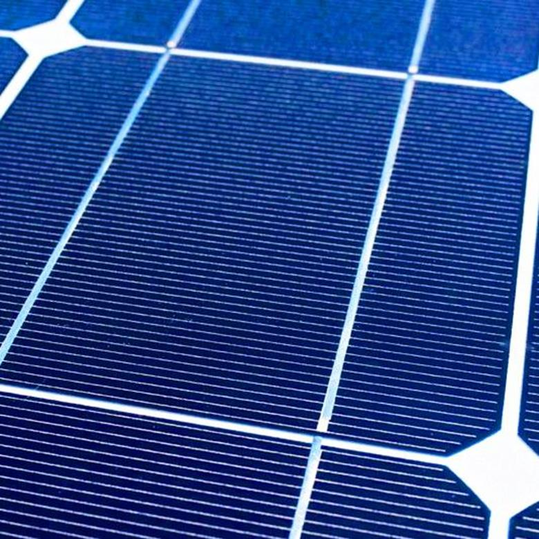 Vill du ha ett solcellsystem som kan driva din trädgårdsbelysning, ge dig el till ett utekök eller en plats dit det är svårt att dra kabel är detta kursen för dig.