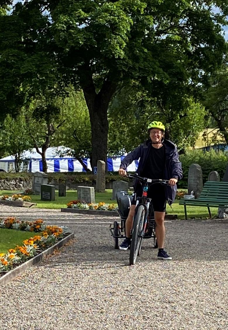 Mårten Falk och Ulf Tilly inleder sin cykel-turné för klimatet i Vadsbro vackra kyrka. För andra året i rad är Mårten tillbaka i Vadsbro kyrka. Denna gång fortsätter sedan turnén norrut i Sverige. Mer information kommer på www.svenskakyrkan.se/bettna
